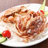 脱皮したばかりの蟹を殻ごとパリパリに揚げたソフトシェルクラブ