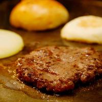 地元専門店より仕入れた牛肉を使用!ビーフ100%ジューシーパティ