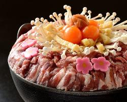新鮮で柔らかい岩手県産鴨肉と野菜を秘伝のスープで食す