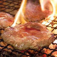 名物牛タンの炭火焼き じっくり丁寧に焼き上げます!