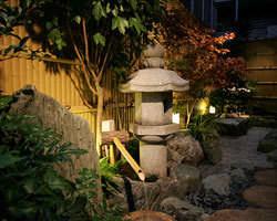 敷地内の庭園風景