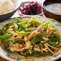 [大満足ランチ] 定食はご飯・お新香・スープが食べ放題!