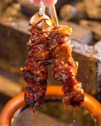 炭火串焼きは甘めのたれがオススメ!秘伝の辛味噌も添えてどうぞ