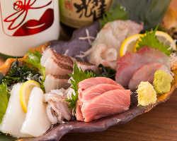 旬魚のお刺身は鮮度抜群!ぜひ盛り合わせでお楽しみください