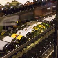 ソムリエ厳選のワインを多数ワインセラーにご用意