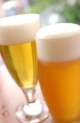 ドラフトマスターが注ぐ生ビールをどぞ!