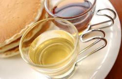 林檎の果汁が、たっぷり入った蜂蜜をご賞味あれ。