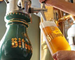 乾杯にぴったりな本場ドイツの樽生クラフトビールは常時6種類。