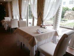 ◇ゆったりと余裕のあるレイアウト、広いテーブルで安心!