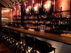 葉巻と楽しめるお酒を常時400種類以上揃えています。