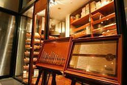 キューバ産を中心に約120種類の品揃え。