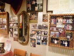 オーナーのスペイン留学の写真が貼ってあります