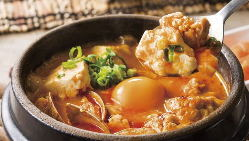 特製オリジナルのスープに国産大豆を使用した手作り豆腐を使用