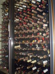 グラスワイン\400~ カラフェワイン\950(税込)~ ボトル\2700(税込)~