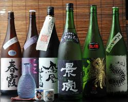 【料理に合わせた全国各地の珍しい 地酒は常時数十種】