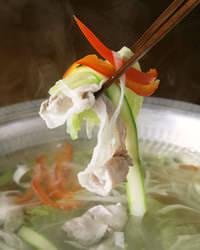 焼酎鍋はサイボク豚とお野菜をたっぷり絡ませて…自家製ポン酢で