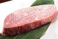 こだわりぬいて選んだ肉は 日本全国から厳選した国産黒毛和牛
