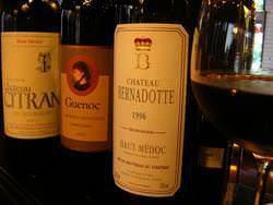 こだわりのワインは 随時50本以上常備。