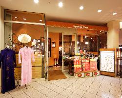 新橋駅から徒歩3分の汐留シティーセンター地下1階☆ アオザイが目印♪