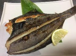 厚岸地魚宗八かれいを一夜干しにして旨味を凝縮、炙り焼き最高!