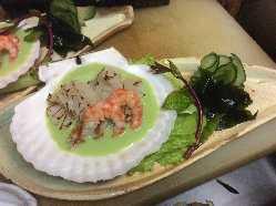 ホタテ貝炙りと北海縞海老を立川野菜と一緒にグリーンソースで!