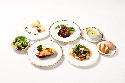季節の食材を使ったコースは昼、夜ともご利用いただけます。