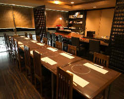 ご宴会利用に最適な落ち着きあるテーブル席を完備(~22名様)