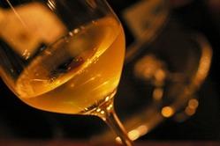 グラスワインは常時8種類以上 ソムリエとともお選びください