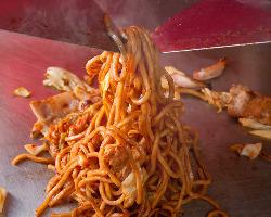 もっちり太麺に秘伝のソースが絶妙です。