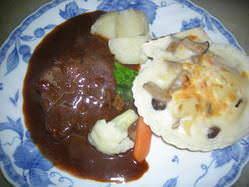 ランチ「牛ほほ肉の赤ワイン煮と帆立貝のグラタン」\1500