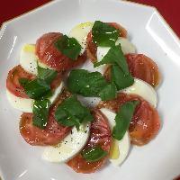 フルーツトマトとモッツアレラチーズのカプレーゼ
