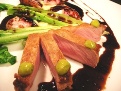 【秋田産豚ロースのロースト】 きめ細かく、柔らかい肉質。