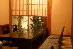 和の風情漂う空間2名~最大85名様イス個室が充実。送迎もあり。