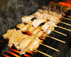 [国産鶏の串焼き] 丁寧に焼き上げた自慢の串焼きをご堪能あれ