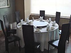 個室は仕切りを変えて50名以上可。円卓を囲んで愉しいひと時を。