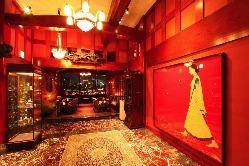 金沢から樹齢100年の総欅の商家を移築した 荘厳なエントランス