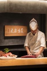 日本全国から仕入れる最高食材を熟練シェフが丁寧に仕立てます。