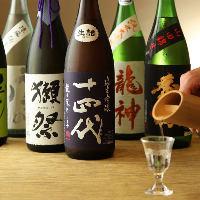 店主が厳選した季節もの・希少酒など20種以上の地酒をご用意。