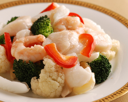 ★新鮮魚介と季節野菜の薄塩炒め