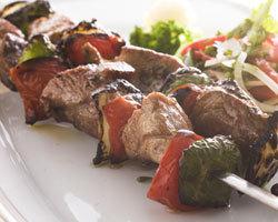 「シシカバブ」「コフタ」など香ばしい炭火焼き料理が豊富。