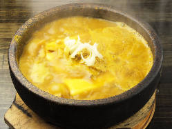 麻婆豆腐も5種類・・・ 赤・白・黄・黒・緑!」