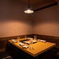ゆったりと食事いただける半個室は最大9名様までご利用可能。