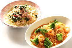スパゲッティ(ベーコンとほうれん草、えびとブロッコリー)