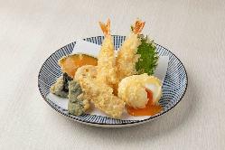 半熟卵がうれしい!天ぷら盛り合わせ