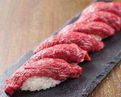 桜肉の握り寿司。専門店の鮮度抜群なお肉だからできるメニュー
