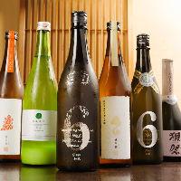 話題の銘柄から定番ものまで、種類豊富な地酒を厳選して取り揃え