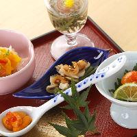季節ならではの山海の旬の味覚を寿司屋ならではの逸品にてご提供