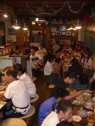 店内はいつも賑やか☆ 沖縄の暖かい雰囲気をどうぞ☆