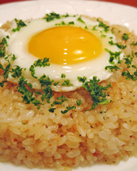 とろーっと卵を広げて お召し上がり下さい。