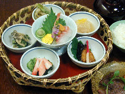 【京籠膳】和牛肉と季節の魚・野菜を 京懐石風にしつらえました